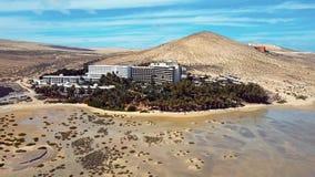 Vliegend over Costa Calma, Fuerteventura-eiland stock videobeelden