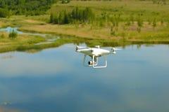 Vliegend quadrocopter 'Spoor ' stock fotografie