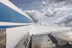 Vliegend vliegtuig Stock Afbeeldingen