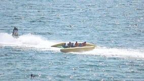 Vliegende banaanboot, straalski stock video