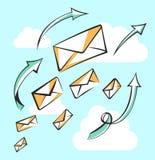 Vliegende berichten met pijlen Carrière, de groei, infographic of leidingsconcept Luchtpost, postbrief, de leveringsdienst of e-m Stock Foto