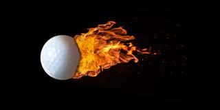 Vliegende die Golfbal in Vlammen wordt overspoeld royalty-vrije stock afbeelding