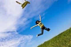Vliegende gelukkige vrouw Stock Afbeelding