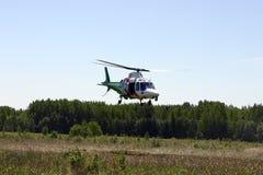 Vliegende helikopter. Stock Foto's