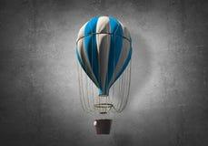 Vliegende hete luchtballon in de ruimte Royalty-vrije Stock Foto's