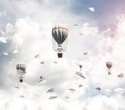 Vliegende hete luchtballons in de lucht Royalty-vrije Stock Fotografie