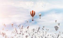 Vliegende hete luchtballons in de lucht Stock Foto