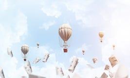 Vliegende hete luchtballons in de lucht Royalty-vrije Stock Foto's