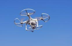 Vliegende hommel met camera Stock Foto's
