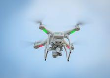 Vliegende hommel met camera royalty-vrije stock afbeelding