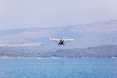 Vliegende Lage Vliegtuigwateren Stock Fotografie