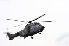Vliegende Nederlandse Luchtmachthelikopter Stock Foto's