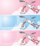 Vliegende ooievaar die een pasgeboren baby levert Royalty-vrije Stock Foto