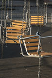 Vliegende schommeling met lege stoelen niet in gebruik Stock Foto