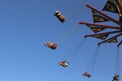 Vliegende schommelingscarrousel Stock Afbeeldingen