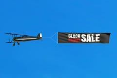 Vliegende vliegtuig en Black Friday-verkoopbanner op blauwe hemel Royalty-vrije Illustratie