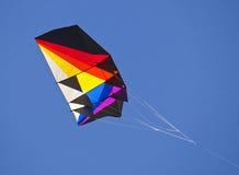 Vlieger in blauwe hemel Royalty-vrije Stock Foto's