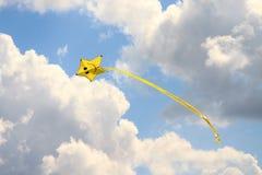 Vlieger in de hemel royalty-vrije stock afbeelding