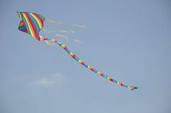 Vlieger die in de hemel vliegt Royalty-vrije Stock Foto