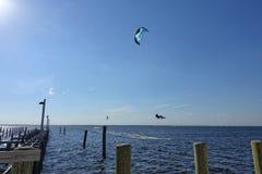Vlieger die door de kust van Jersey surfen Royalty-vrije Stock Afbeelding