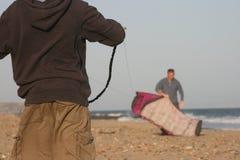 Vlieger die op strand vliegt Stock Fotografie