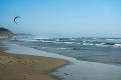 Vlieger het Surfen kust Royalty-vrije Stock Foto's