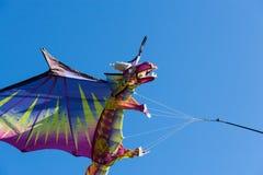 Vlieger met blauwe hemel Royalty-vrije Stock Foto's