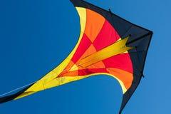 Vlieger met blauwe hemel Stock Afbeeldingen