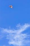 Vlieger op blauwe hemel Royalty-vrije Stock Afbeelding
