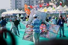 Vliegervlieger bij 29ste Internationaal Vliegerfestival 2018 - India Royalty-vrije Stock Foto