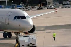 Vliegtuig & de technische diensten. Stock Foto
