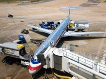 Vliegtuig bij de poort Stock Fotografie