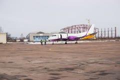Vliegtuig bij de ruimte van het baanexemplaar Royalty-vrije Stock Foto