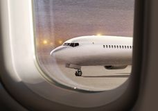 Vliegtuig bij het vliegen niet weer royalty-vrije stock foto's