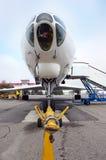 Vliegtuig bij het vliegveld Royalty-vrije Stock Foto's