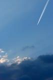 Vliegtuig bij hoge hoogte royalty-vrije stock afbeelding