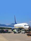Vliegtuig bij luchthaven Royalty-vrije Stock Afbeeldingen