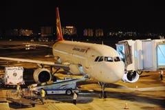 Vliegtuig bij nacht Stock Fotografie