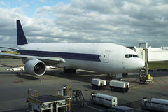 Vliegtuig bij poort royalty-vrije stock foto's