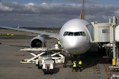 Vliegtuig bij poort Royalty-vrije Stock Afbeelding