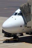 Vliegtuig bij poort royalty-vrije stock foto