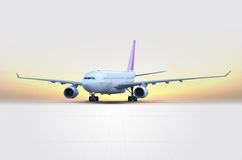 Vliegtuig bij zonsondergang Stock Fotografie