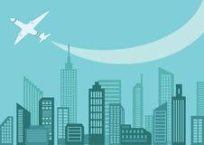 Vliegtuig boven de stad Stock Foto's