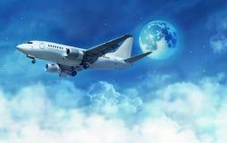 Vliegtuig boven de wolken Royalty-vrije Stock Afbeeldingen