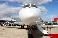 Vliegtuig dat op passagiers wacht Stock Foto