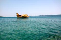 Vliegtuig dat op water landt Royalty-vrije Stock Foto