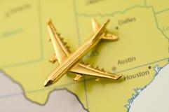 Vliegtuig dat over Texas reist stock fotografie