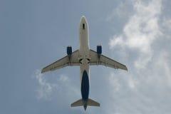 Vliegtuig dat van de bodem wordt gezien Royalty-vrije Stock Afbeeldingen