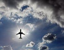 Vliegtuig in de hemel. stock foto