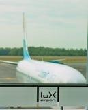 Vliegtuig in de luchthaven van Luxemburg stock foto